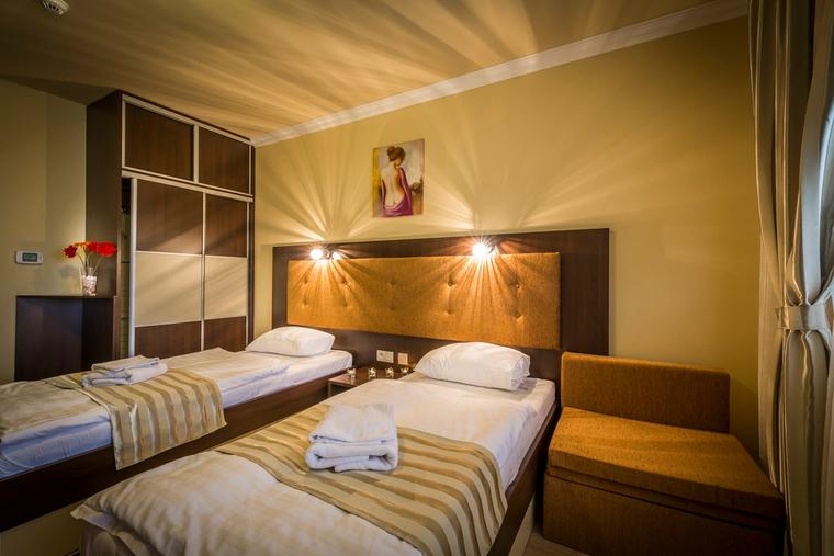 Dvoulůžkový pokoj Deluxe se 2 oddělenými lůžky a balkonem